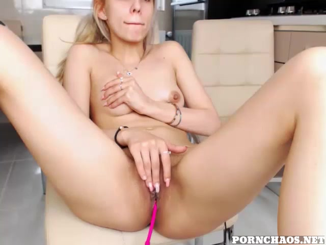 Sexy young blonde play with ohmibod in pussy